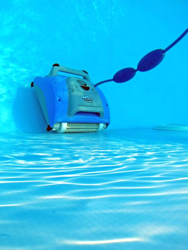 Робот за басейни DOLPHIN SUPREME M3/M200 за до 10м